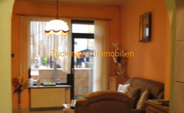 Wohnzimmer_Blick_Hof